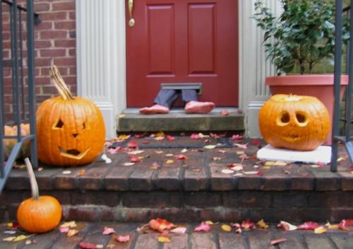 Halloween-Deko an der Haustür