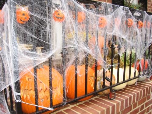 Halloween-Deko mit Kürbissen
