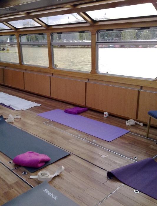 Yogamatten im Alsterschiff