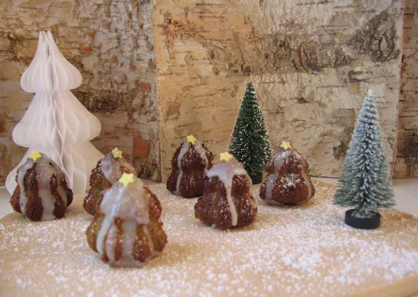 Cake-Pops-Tannen im Weihnachtswald.