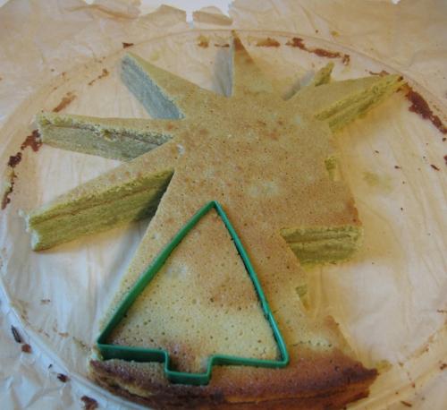 matcha-baum-kuchen-ausstechen