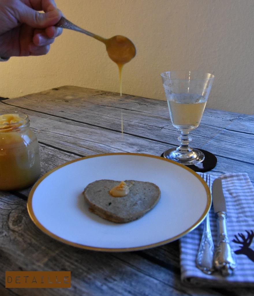Buchweizen-Pancakes mit Karamellcrème