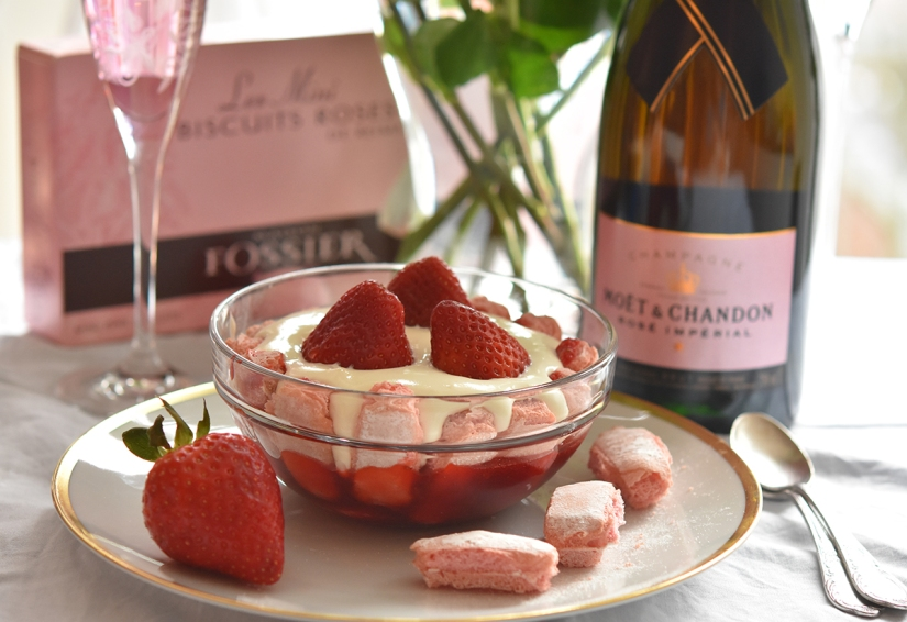 Valentinstag-Dessert: Rosa Erdbeer-Tiramisu
