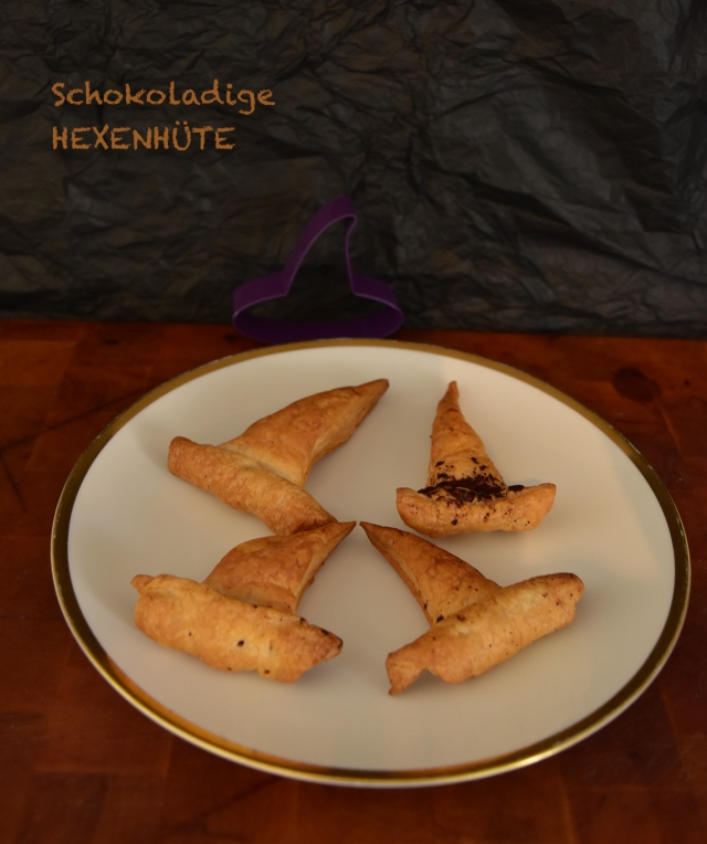 Ganz schnell gehext: Knusprige Hexenhüte aus Blätterteig mit Schokolade und Nougat.