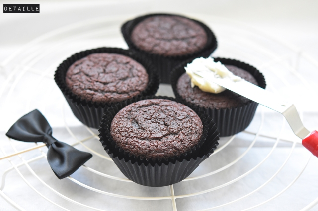 Cola-Cupcakes with buttercream - by DETAILLE
