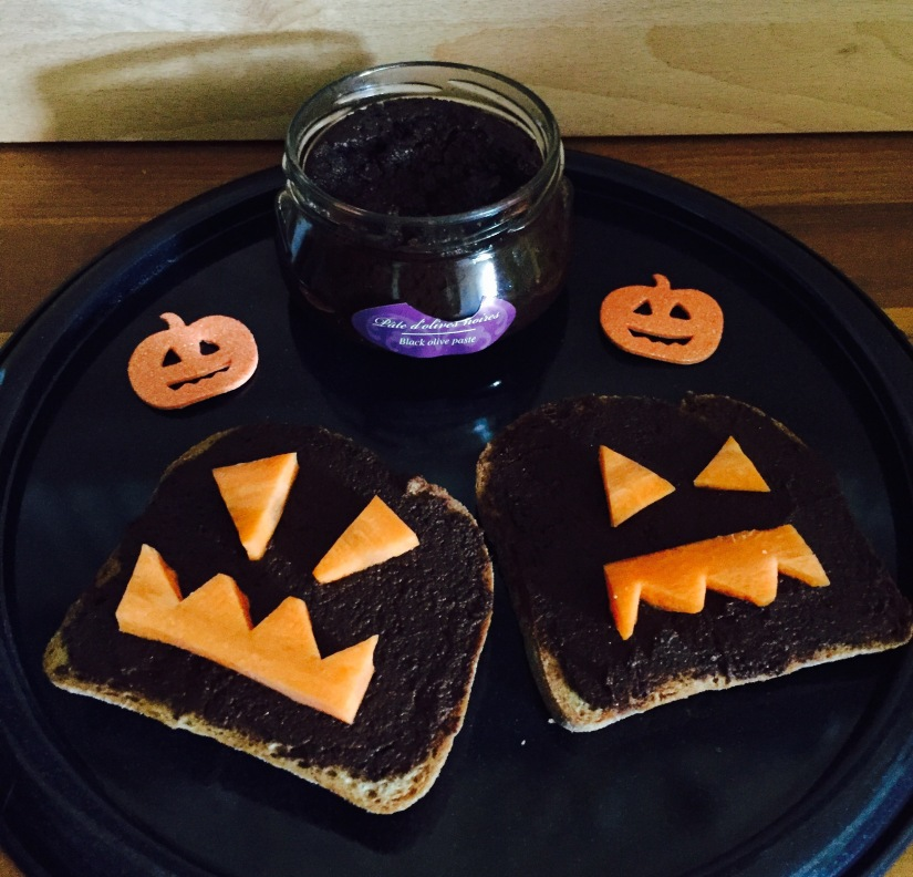 Halloween-Bread with tapenade