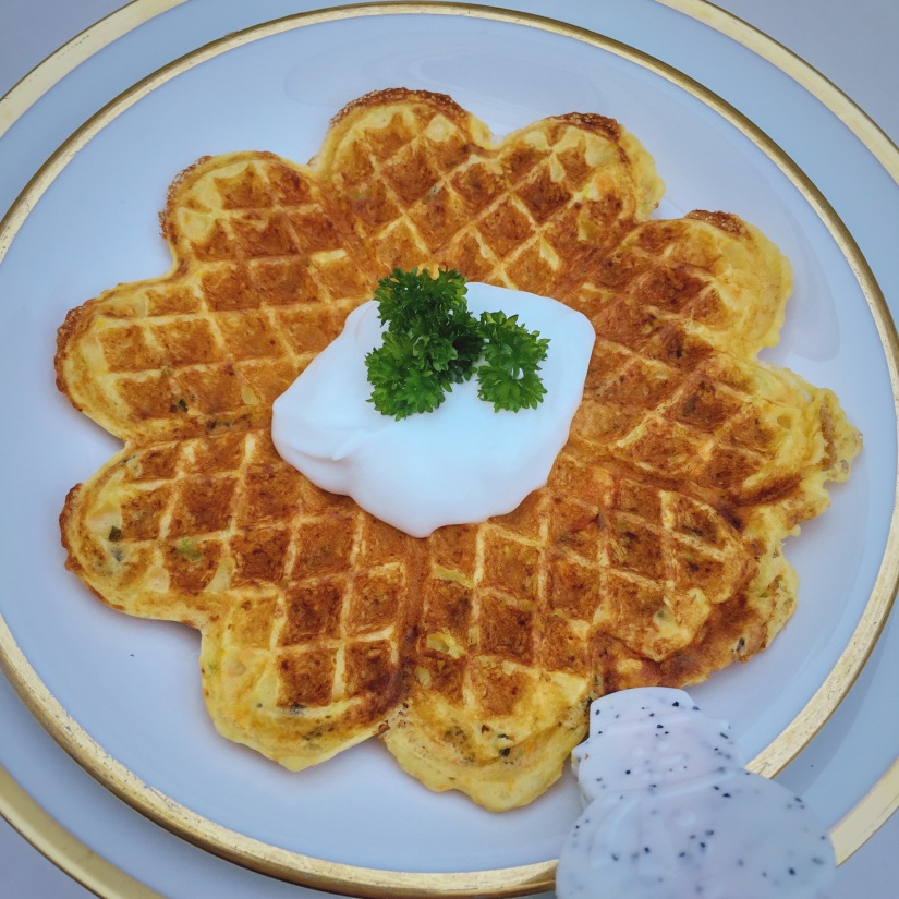 Gemüse-Waffeln mit Joghurt
